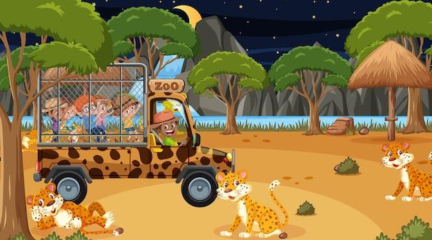 Safari bij nachtscène met kinderen die naar de luipaardgroep kijken