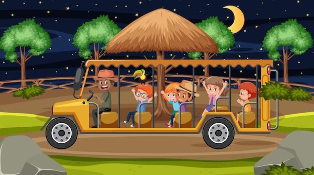 Safari bij nachtscène met veel kinderen in toeristenauto