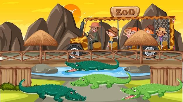 Safari bij zonsondergang met veel kinderen die naar een alligatorgroep kijken