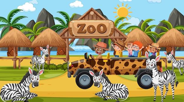 Safari overdag met kinderen die naar zebragroep kijken