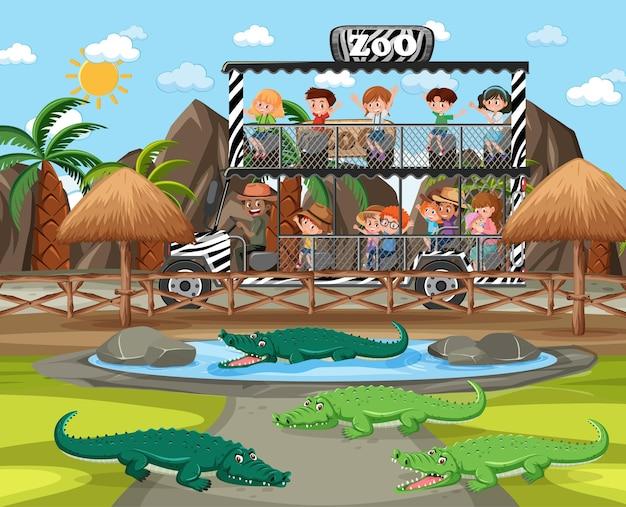 Safariscène met kinderen in een toeristenauto die naar een alligatorgroep kijkt
