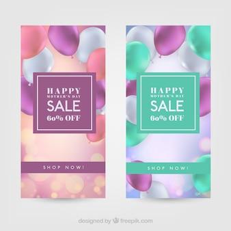 Sale banners met gekleurde ballonnen voor moederdag