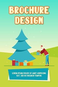 Santa claus die giftdoos onder de kerstboom zet. hoop cadeautjes, nacht, wikkel platte vectorillustratie