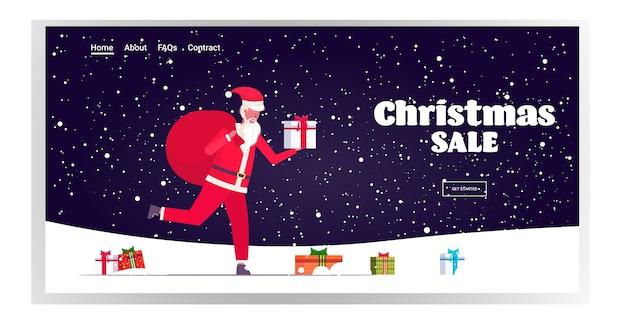 Santa claus loopt met grote zak vol geschenken vrolijk kerstfeest gelukkig nieuwjaar wintervakantie viering