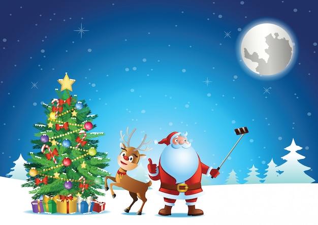 Santa claus selfie met herten en kerstboom voordat stuur geschenk aan mensen