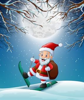Santa claus skiën op het sneeuwbos