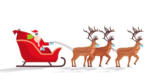 Santa in masker rijden slee met rendieren gelukkig nieuwjaar vrolijk kerstfeest vakantie viering concept horizontale illustratie