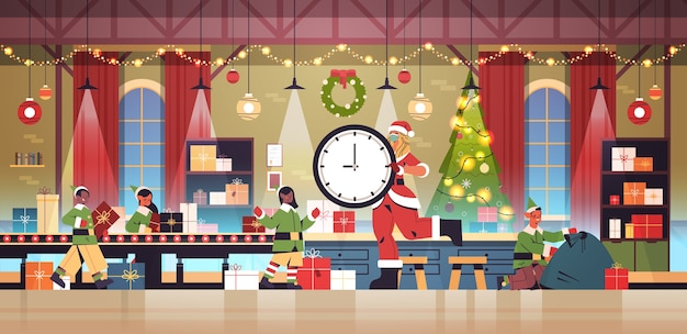 Santa vrouw met klok mix race elfen geschenken op transportband zetten nieuwjaar kerst vakantie viering concept workshop interieur horizontale volledige lengte vectorillustratie