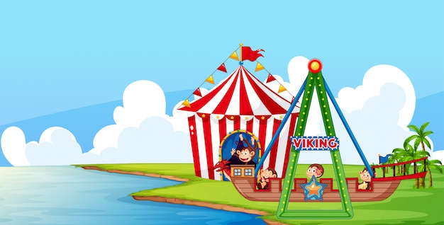 Scène met apen op circusrit in het park