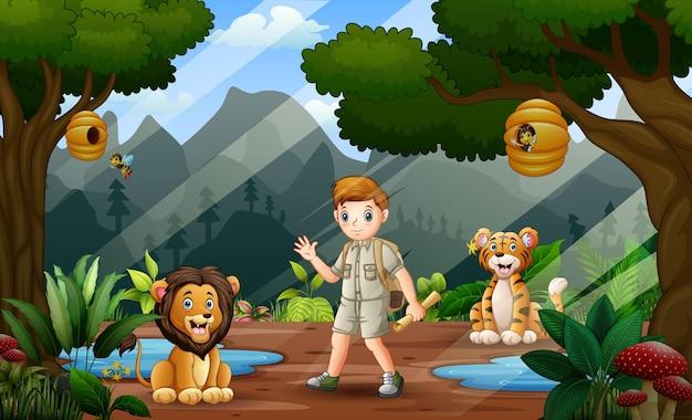 Scène met een safarijongen en wilde dieren in de jungle