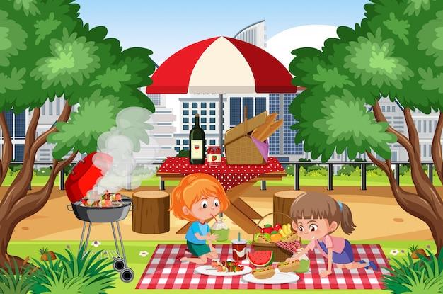 Scène met gelukkige meisjes die in het park eten