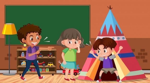 Scène met kind dat hun vriend in de kamer pest