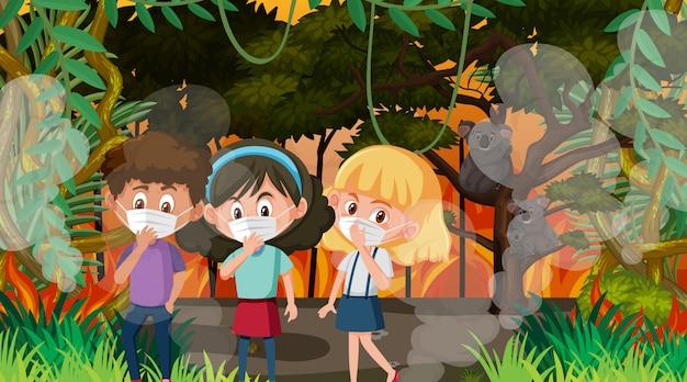 Scène met kinderen en dieren in de grote natuurbrand