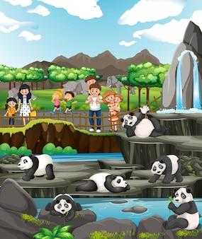 Scène met kinderen en panda's