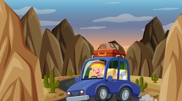 Scène met man rijdende auto in de berg