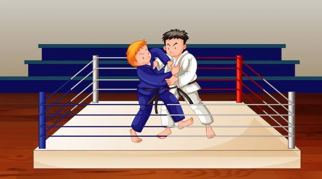 Scène met twee mensen die karate doen
