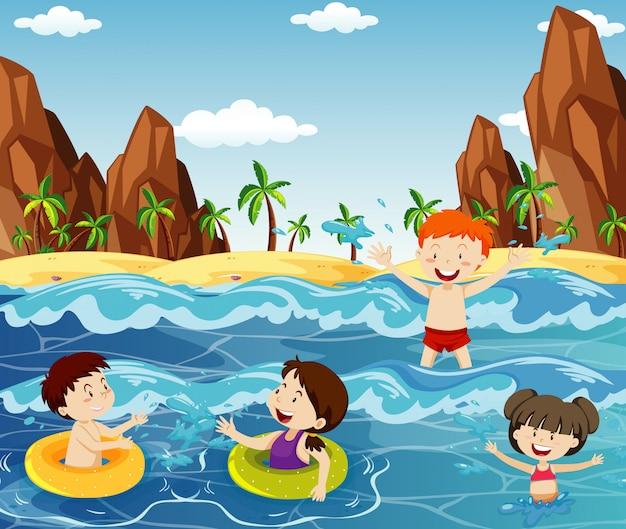 Scène met veel kinderen zwemmen in de oceaan