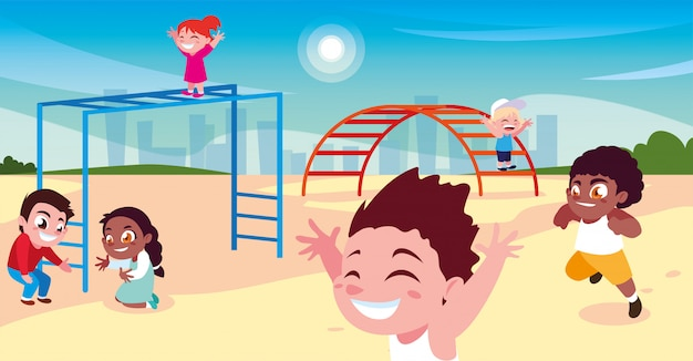Scène van kinderen die en in park glimlachen spelen