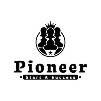 Schaakpionlogo met kroon voor pioneer-logo
