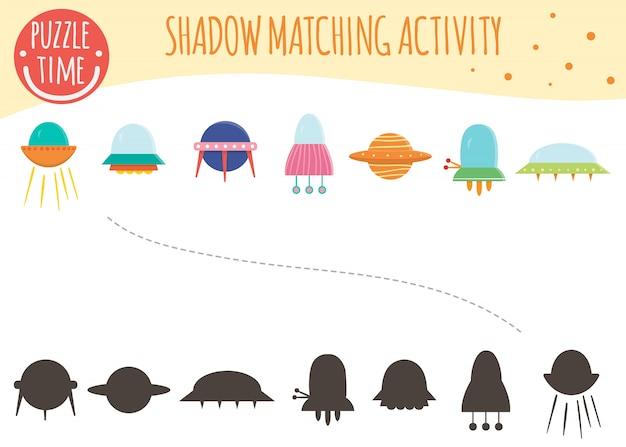 Schaduwaanpassingsactiviteit voor kinderen. ruimte onderwerp. leuke grappige ufo en vliegende schotels.