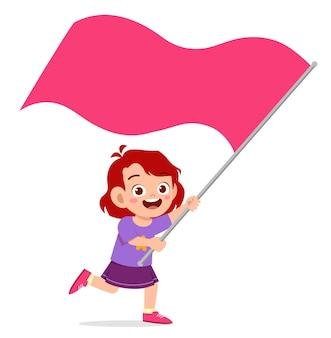 Schattig klein meisje rent en houdt vlag vast
