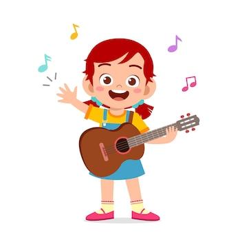 Schattig klein meisje speelt gitaar in concert