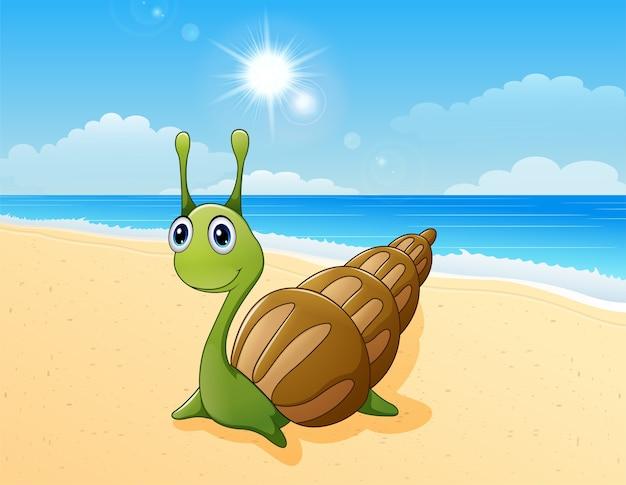 Schattig slak cartoon op het strand