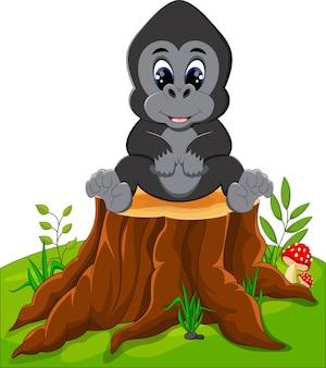 Schattige baby gorilla zittend op boomstronk