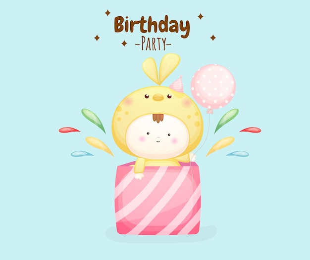 Schattige baby in vogelkostuum met verjaardagsfeesttekst premium vector