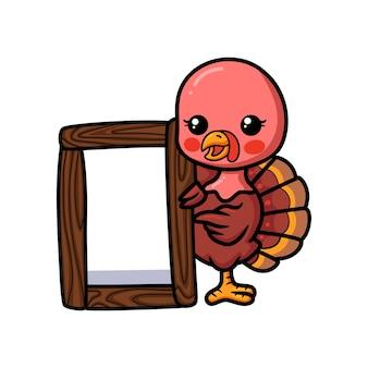 Schattige baby kalkoen cartoon met houten plank