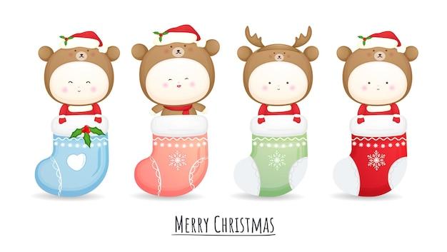 Schattige baby santa kostuum in sok voor vrolijke kerst illustratie set premium vector