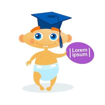 Schattige babyjongen dragen afstuderen cap