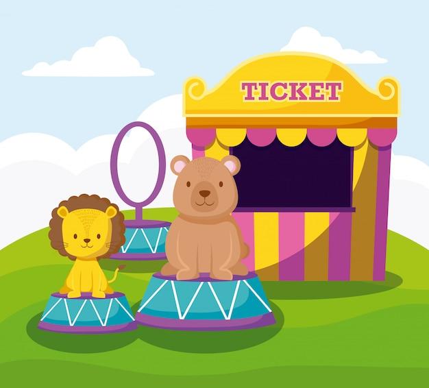 Schattige beer en leeuw met kaartverkooptent