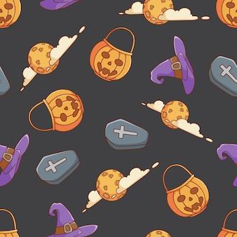Schattige doodle halloween pictogrammen in naadloos patroon met pompoen tas heks hoed doodskist en maan