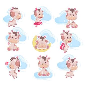 Schattige giraffe kawaii stripfiguren instellen. schattig en grappig dier met wolken geïsoleerde sticker, patch, kinderboek illustratie. anime vrolijke en speelse baby giraffe emoji op witte achtergrond
