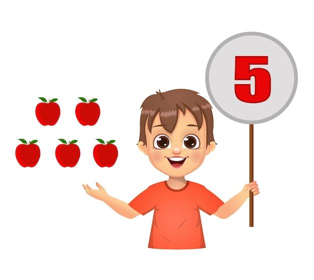 Schattige jongen die getallen telt door het nummerbord te tonen. geïsoleerd