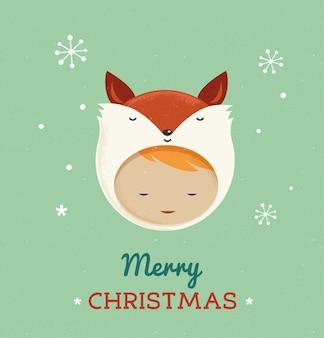 Schattige jongen in een vos kerstkostuum.