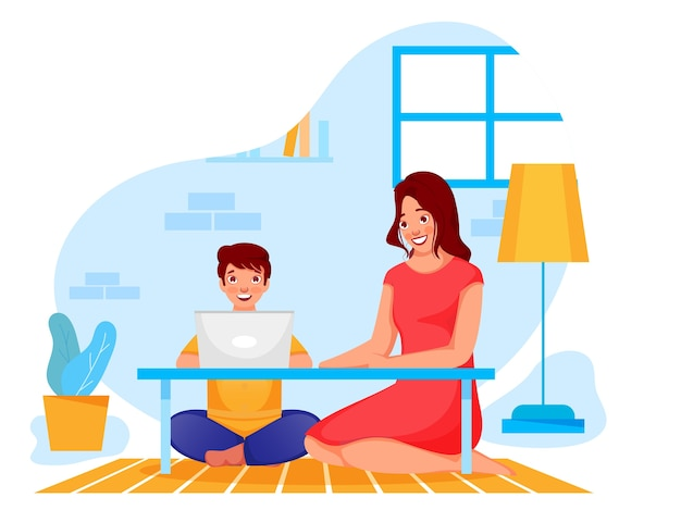 Schattige jongen leest online van laptop in de buurt van zijn moeder thuis om coronavirus te vermijden.