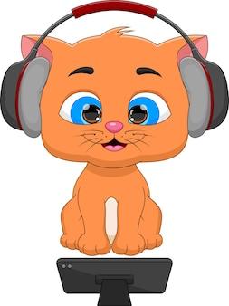 Schattige kat kijkt op smartphone en draagt een koptelefoon