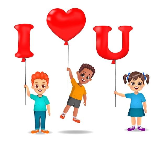 Schattige kinderen houden van ik hou van u-vormige ballonnen