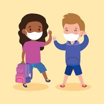 Schattige kinderen met medisch masker om coronavirus covid 19 met schooltas te voorkomen