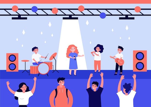Schattige kinderen zingen en spelen muziek op het podium vlakke afbeelding