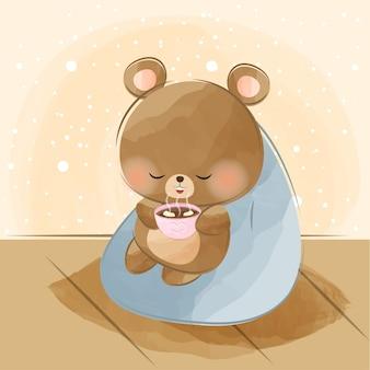Schattige kleine beer en warme chocolademelk