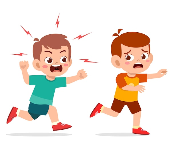 Schattige kleine jongen wordt boos en jaagt bang vriend