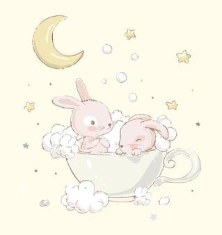 Schattige kleine konijntjes nemen een bad in een kopje grappige regenboogschuim en wolken op de achtergrond