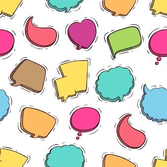 Schattige kleurrijke spraak bubbels naadloze patroon met doodle stijl