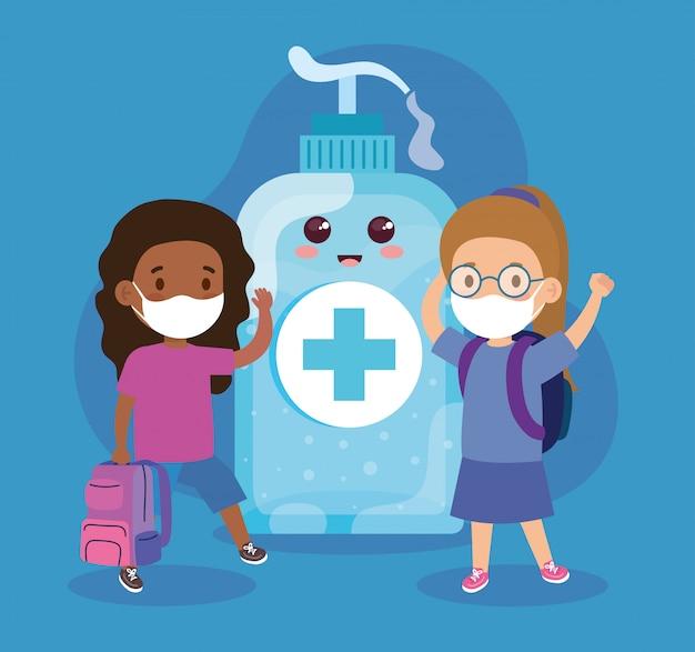 Schattige meisjes die een medisch masker dragen om coronavirus covid 19 te voorkomen met een schattige flesdesinfectie en een ontsmettingsfles