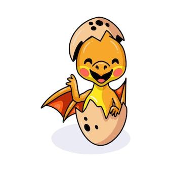 Schattige rode kleine draak cartoon broedeieren uit ei en zwaaiende hand