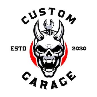 Schedel duivel met moersleutel aangepaste garage