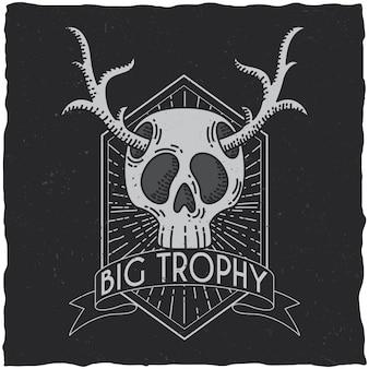 Schedel met herten hoorns t-shirt labelontwerp. hipster thema illustratie.